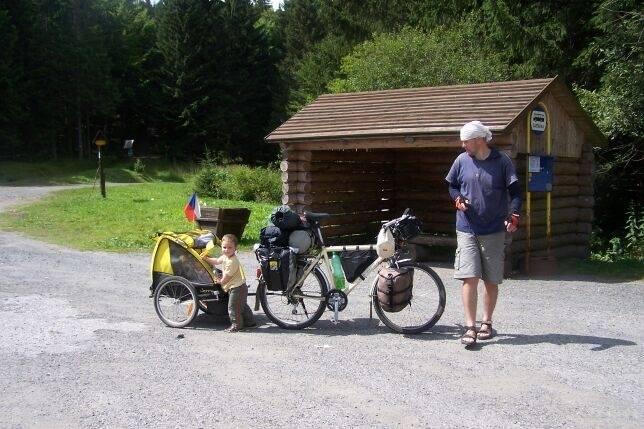 Informátor a děti na kole